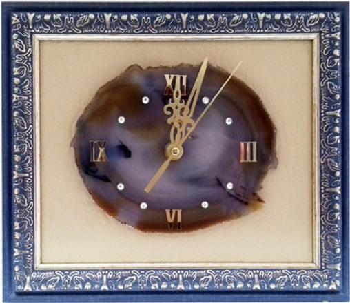часы на срезе агата в багетной рамке