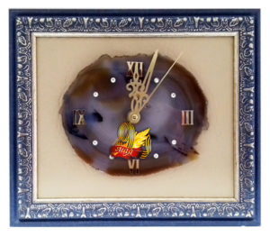 """Часы на срезе агата в багетной рамке с символикой """"Победы в Великой Отечественной Войне"""" 9 мая"""