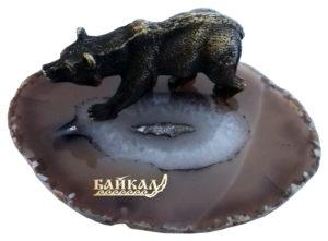 "Металлический медведь на срезе агата со стикером ""Байкал"""