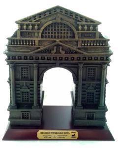 Триумфальные Московские ворота на деревянной плакетке